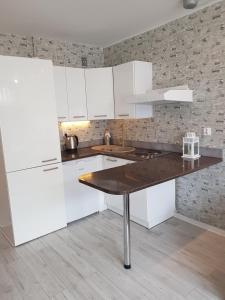 A kitchen or kitchenette at Al.JP 26 Coser Apartamenty Centrum