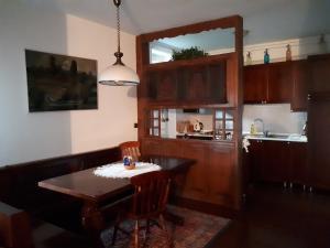 O bucătărie sau chicinetă la Holiday House Jasna