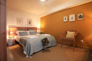 A bed or beds in a room at Pike Cliffs I