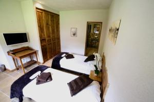 A bed or beds in a room at Chalet Arberons