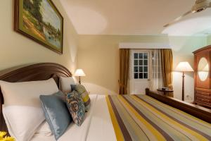 A bed or beds in a room at Amaya Langdale