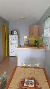 A kitchen or kitchenette at U Chietu
