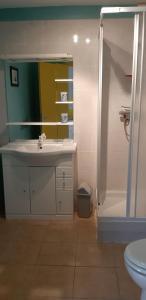 A bathroom at U Chietu