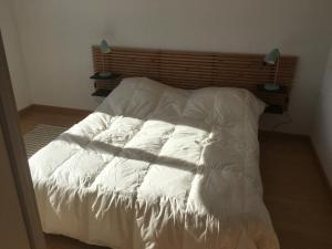 A bed or beds in a room at gite de la Cordeliere