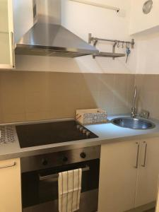 A kitchen or kitchenette at 43 Via Sant'Anselmo