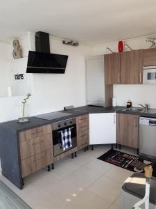 Cuisine ou kitchenette dans l'établissement 14 rue Pierre de coubertin