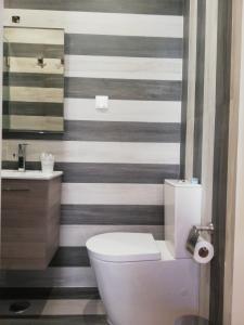 A bathroom at Door 7 Pipa