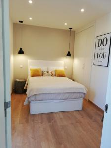 A bed or beds in a room at Door 7 Pipa