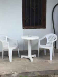 A seating area at Meidani Apartment
