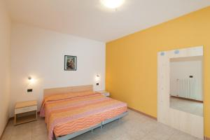A bed or beds in a room at Meridiana Residence