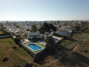 A view of the pool at Villa Mi Atardecer or nearby