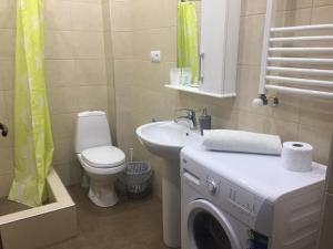 A bathroom at Meidani Apartment