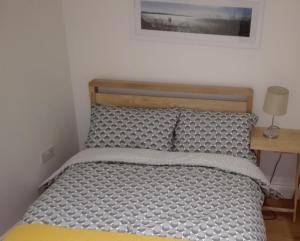A bed or beds in a room at ENTIRE HOUSE SE13