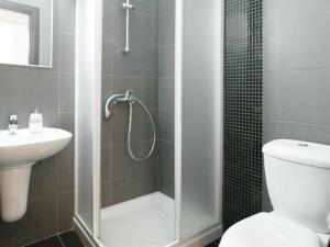 A bathroom at Apartment PRCORA308
