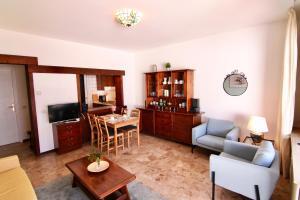 A seating area at Casa Roccia