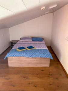 Кровать или кровати в номере Apartments Vyborg