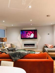 A seating area at Lush Apartment -2Bedroom Duplex - Glasgow Green