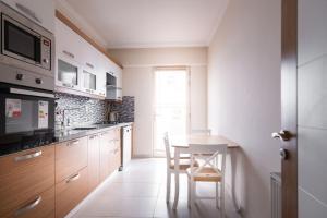 A kitchen or kitchenette at marmara apart