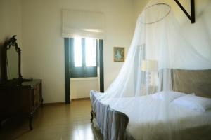A bed or beds in a room at Di belmonte sea front villa
