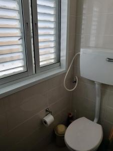Bathroom sa Apartments Petah Tiqwa - Bar Kochva Street