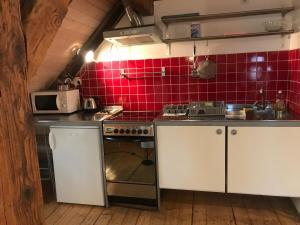 A kitchen or kitchenette at Grand Cru