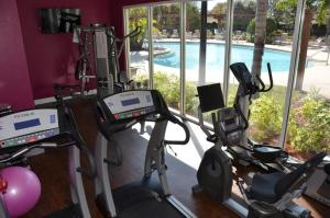 O centro de fitness e/ou as comodidades de fitness de 3 bedroom villa - accommodate 8 guests