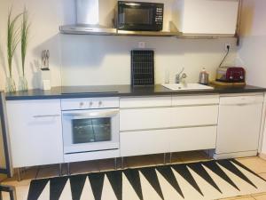 A kitchen or kitchenette at La Suite de la Cathédrale
