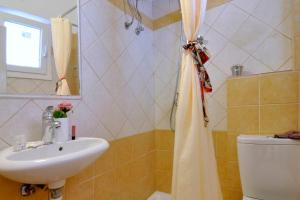 A bathroom at Corfu Sea View Rooms