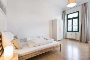 A bed or beds in a room at Apartment Hechtstraße