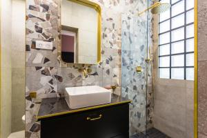A bathroom at CMG Charonne / Voltaire III