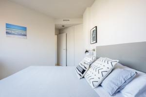 A bed or beds in a room at bcn uniqhome