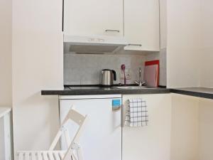 Cuisine ou kitchenette dans l'établissement Apartment Glasmalerei.3