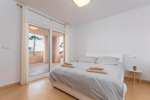 A bed or beds in a room at Mar Menor Golf Resort Casa Di Valentina