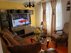 A seating area at 47 mil Casa por dia