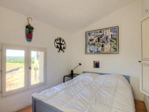 A bed or beds in a room at Holiday Home L'Oustaou dei Figo