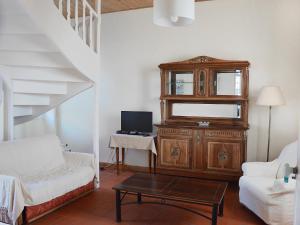 Télévision ou salle de divertissement dans l'établissement Holiday Home Le Logis du Chateau