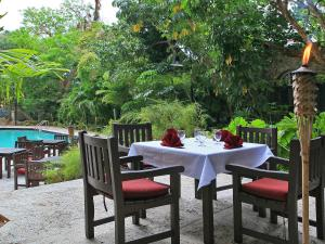 A restaurant or other place to eat at Apartment Coconut Grove.1