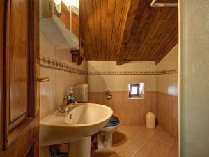 A bathroom at Holiday Home Orihi