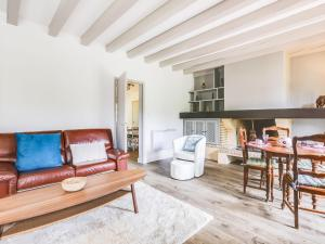 A seating area at Holiday Home Mauriac
