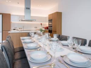 Ein Restaurant oder anderes Speiselokal in der Unterkunft Villa Villa Aurora