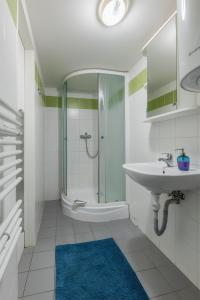 A bathroom at Mendel Square Apartments