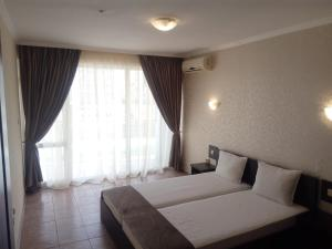 A bed or beds in a room at Marack Apartments