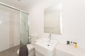 A bathroom at Lakeview Suite 17