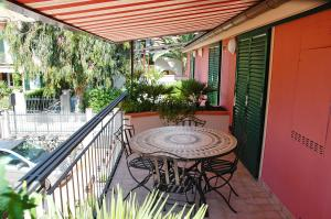 A balcony or terrace at World Village Apartments