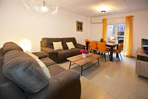 A seating area at Apartamentos Plaza