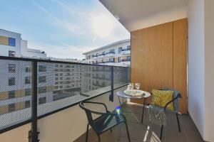 Balkonas arba terasa apgyvendinimo įstaigoje P&O Apartments Cybernetyki