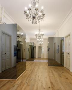 Hall o reception di La Maltese Mansion