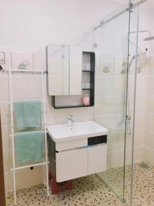 Vonios kambarys apgyvendinimo įstaigoje Hidden house in center of Sai Gon