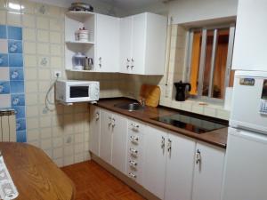 A kitchen or kitchenette at CASA RURAL LA CASILLA DE MILA