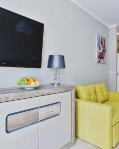 A television and/or entertainment center at P&O Apartments Ursynów
